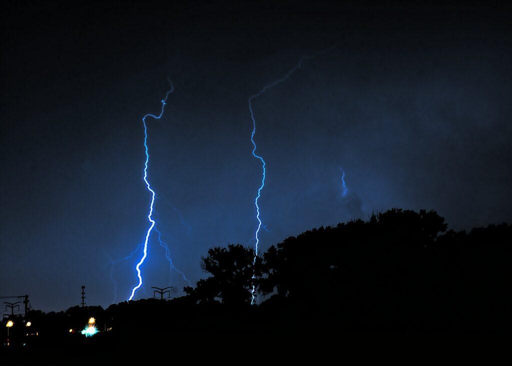 lightning-503155_1920